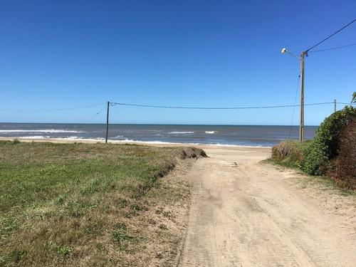2 grandes lotes a metros de la playa.