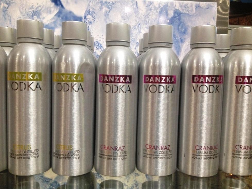 2 Lata De Vodka Danzka 1litro Original Temos 3 Sabores