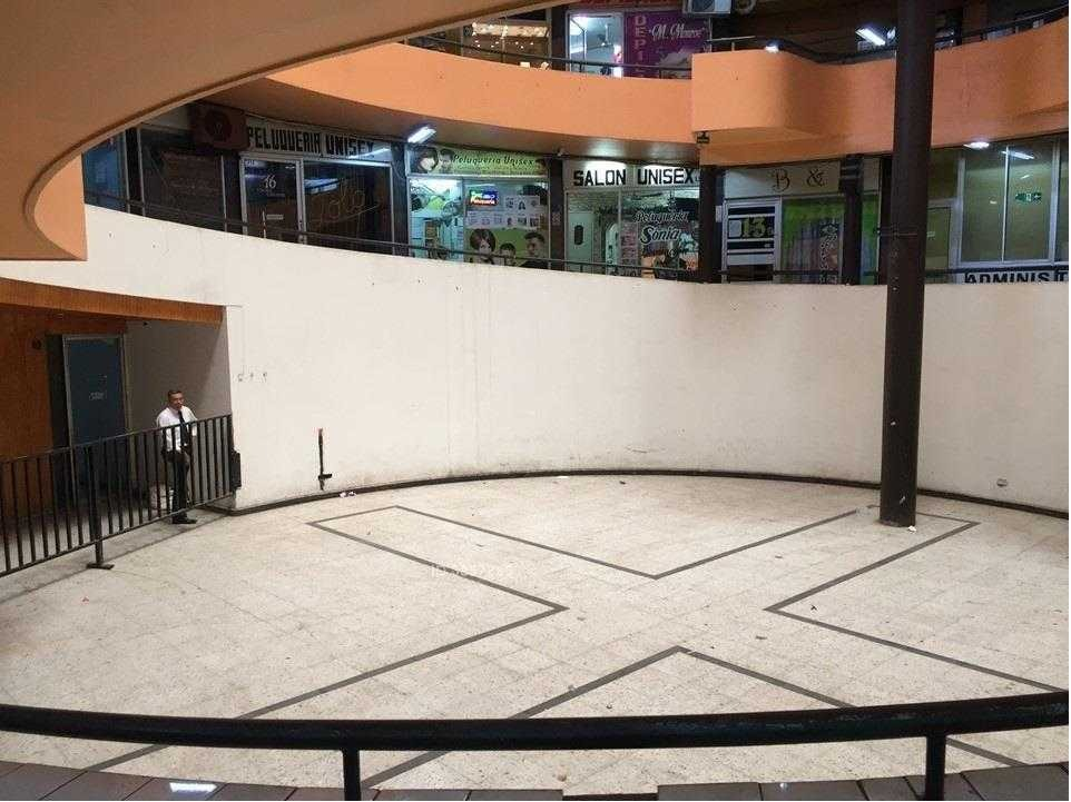 2 locales comercial mas plaza en av. lo ovalle con jose miguel carrera / la cisterna