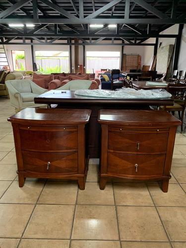 2 mesas de noche , sala , auxiliar de madera  , importadas.