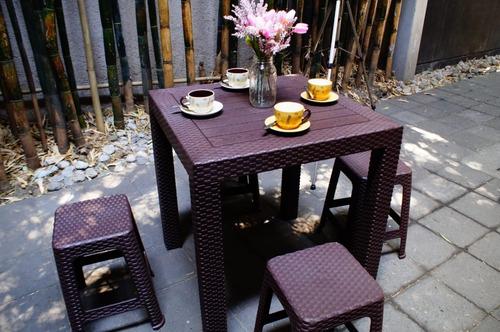 2 mesas tipo rattan con 8 bancos jardin elegante