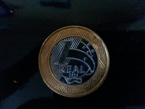 2 moedas comemorativas.