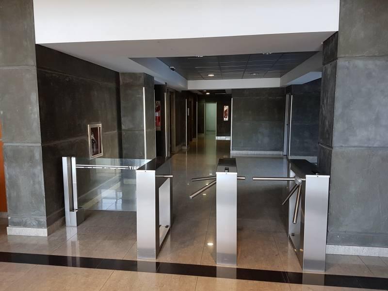 2 oficinas en venta en conjunto u$s 510.000, 280 mts2 de alfombra más una terraza de 160 mts2