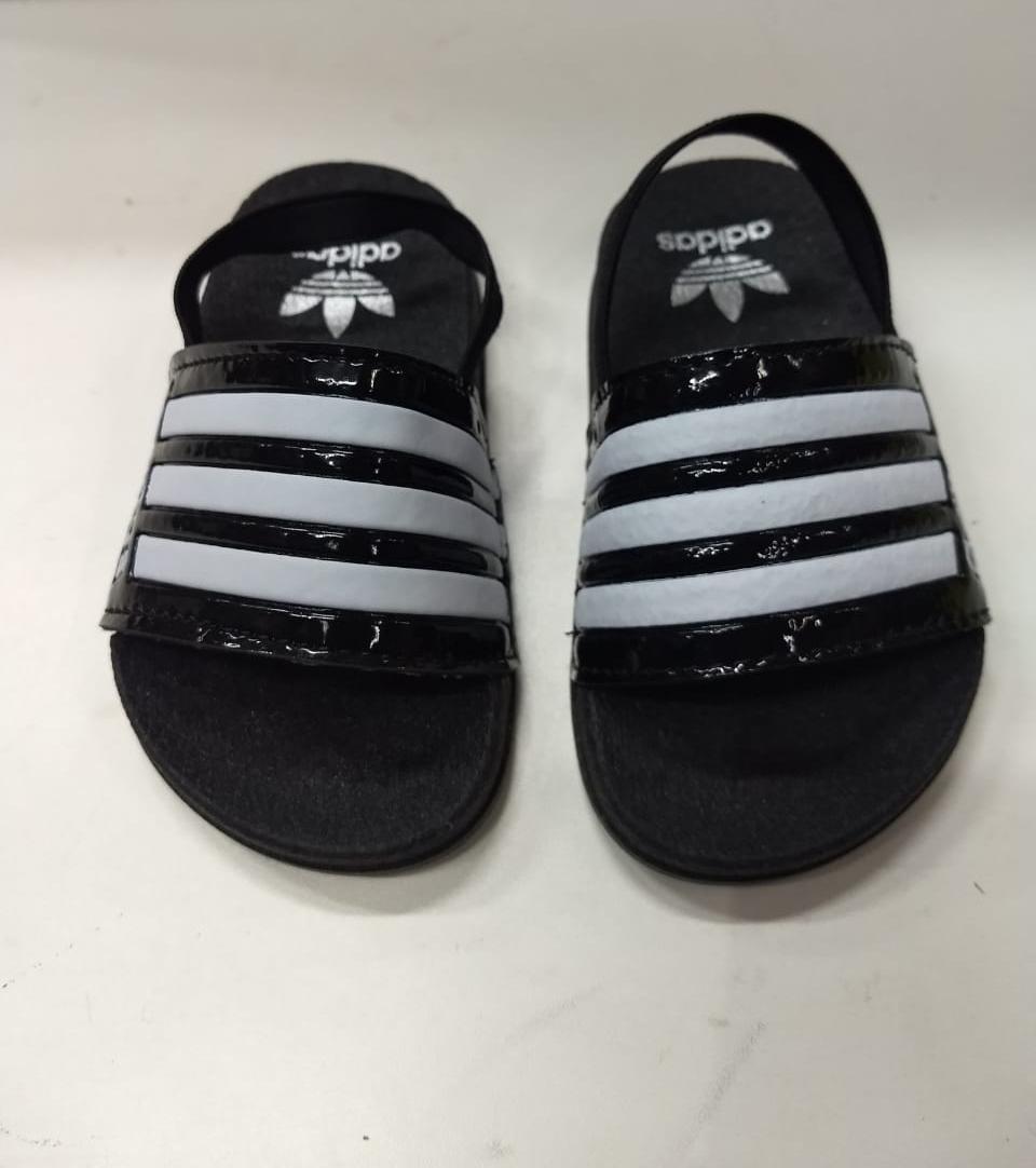 f707a74435f 2 pares de chinelos adidas infantil. Carregando zoom.