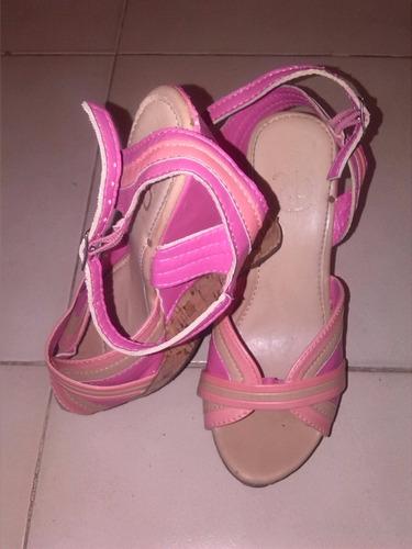 2 pares de sandalias para damas usadas pero en buen estado