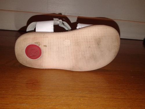 2 pares sandalias blancas cuero marcel, talles 20 y 22