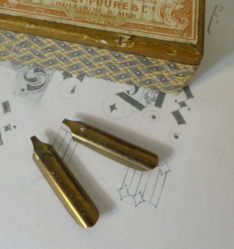 2 penas blanzy poure caligrafia gótica raras frete grátis