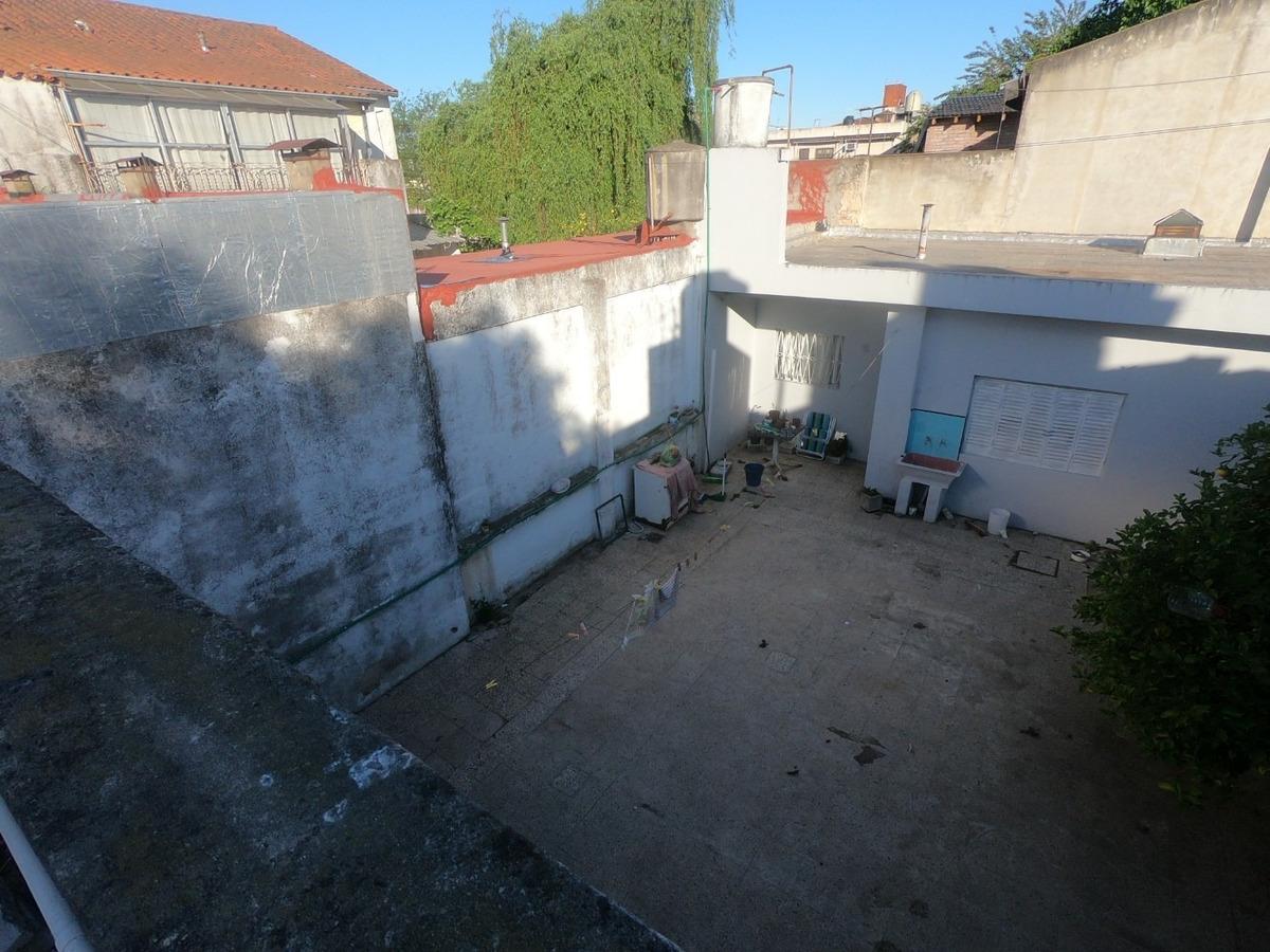 2 phs con patio al frente y fondo, entrada comun