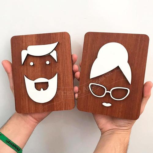 2 placas de sinalização banheiro homem e mulher artistica