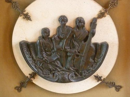 2 quadros com figuras gregas em bronze