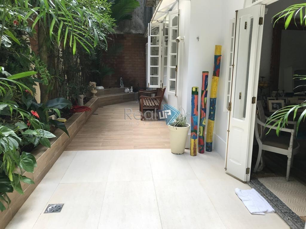 2 quartos, área externa ampla, varanda, jardim, oportunidade. - 15707