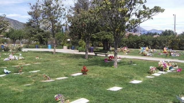2 sepulturas parque santiago para 4 con reducciones cada una