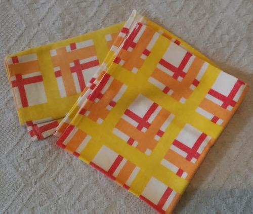 2 servilletas tela18,5x33,5 retro de los 70-v crespo