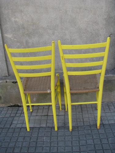 2 sillas antiguas con asiento de fibra natural trenzada