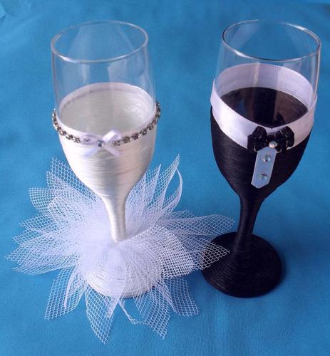 2 taças de vidro personalizadas para o brinde dos noivos!