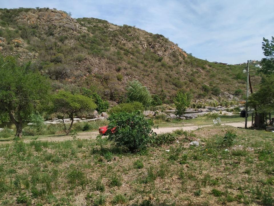 2 terrenos colindantes frente al rio en villa carlos paz