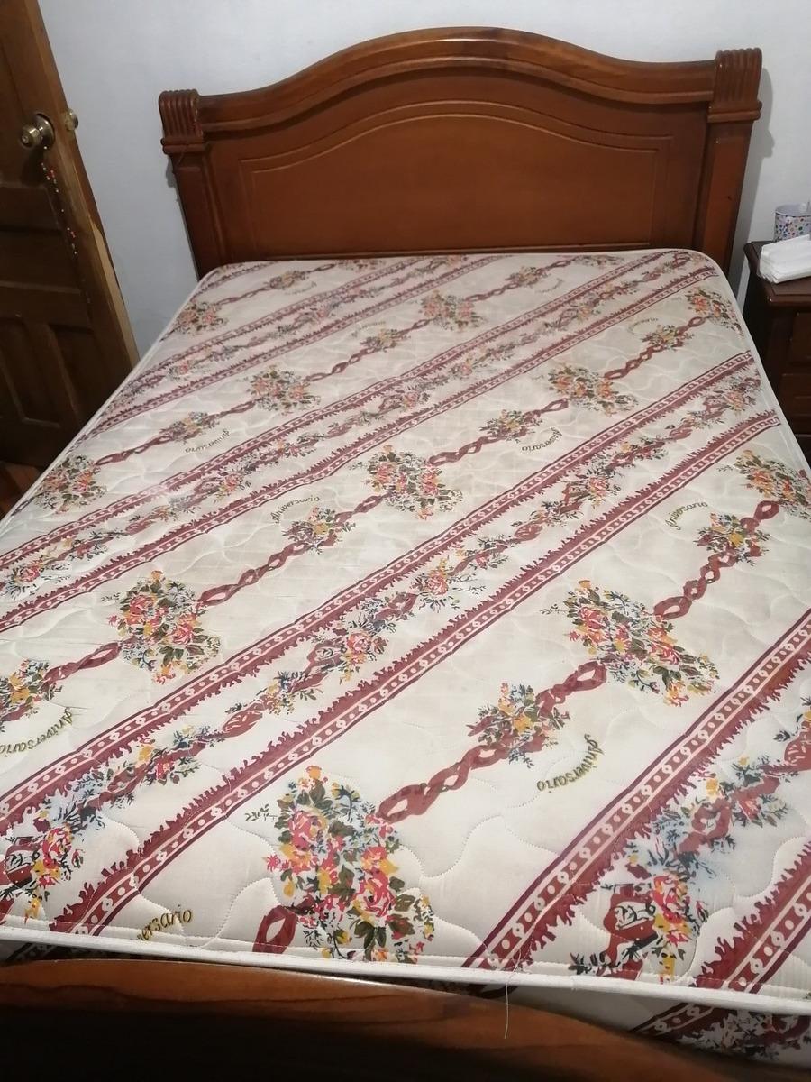 2 veladores, 1comoda peinadora, cama de 2plazas con colchon.