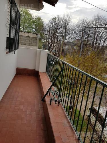 2 viviendas sobre lote de 416 m2!