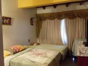 20-190 amplia , espaciosa y confortable casa en club hipico