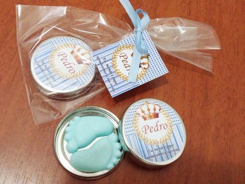 20 lembrancinha latinha com sabonete pezinho maternidade