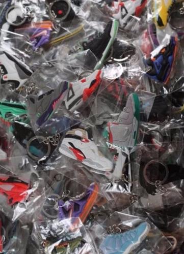 20 llaveros de zapatillas jordan, nike, lebron etc