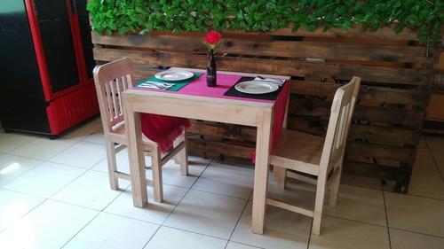 20 sillas y 6 mesas tipo vintage