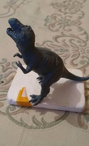 2000 imperial tyrannosaurus figure