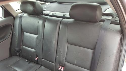 2002 saab 9-3  asiento trasero fila 3 asientos