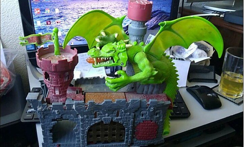 2006 dragon's castle matchbox playset adventure for cars