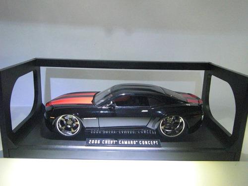2006chevy camaro concept  marca jada  escala 1/18