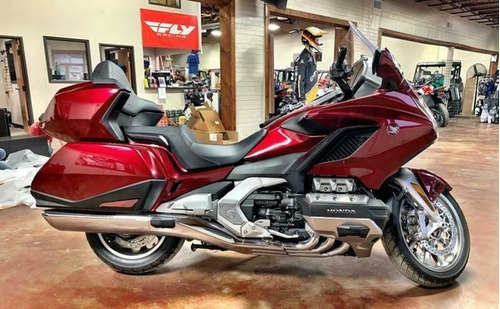 2018 honda® gold wing automatic tour dct candy ardent red