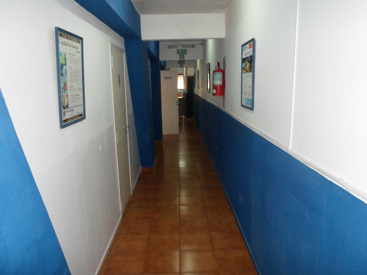 205 metros cuadrados cubiertos, ideal enseñanza privada / oficinas.