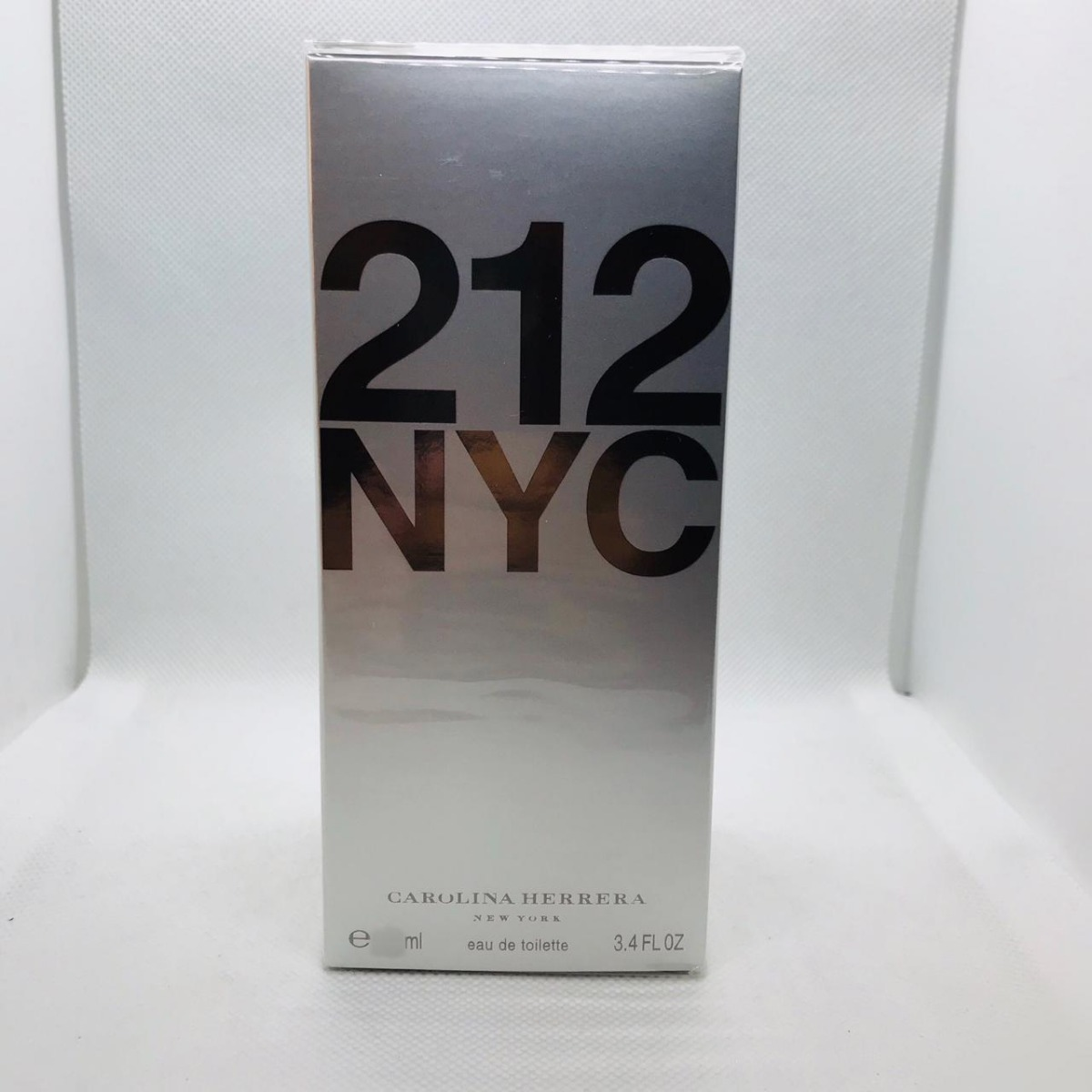 9556932eee4bb 212 nyc carolina herrera feminino eau de toilette 30ml. Carregando zoom.