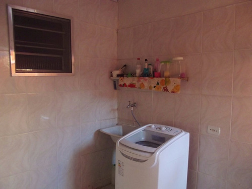2305- casa em condomínio fechado com edicula!
