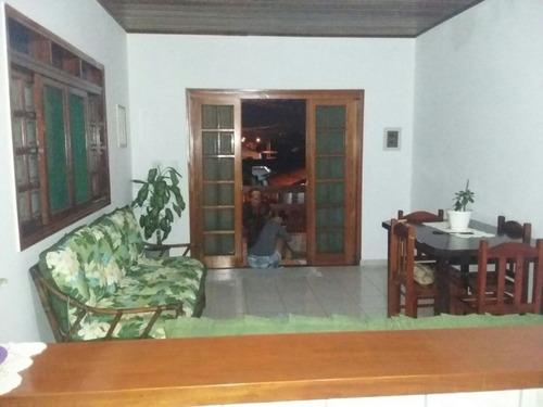 2386- linda casa sobreposta com churrasqueira!