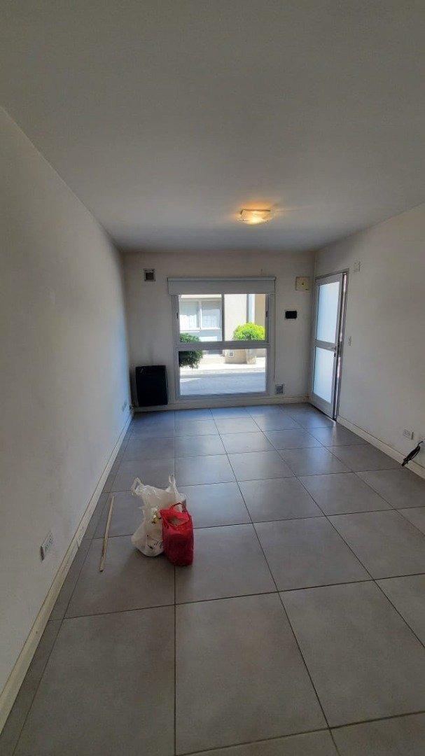 24 m. ph (2) ambientes con  cochera- calle - villa primera