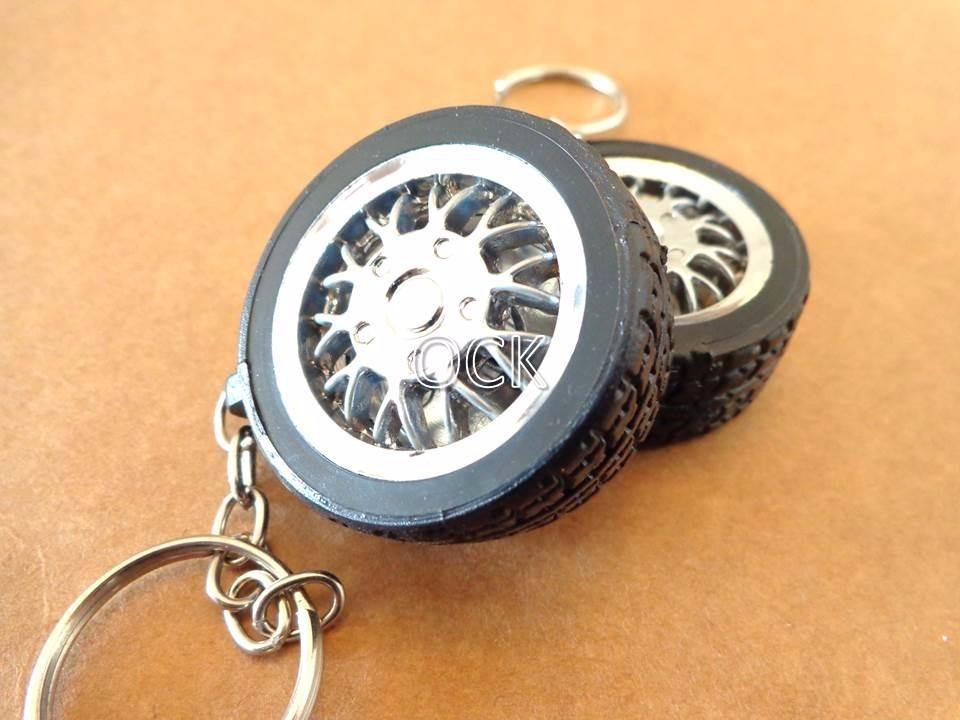 2095b6f93 25 chaveiro pneu emborrachado e roda cromada p  personalizar. Carregando  zoom.