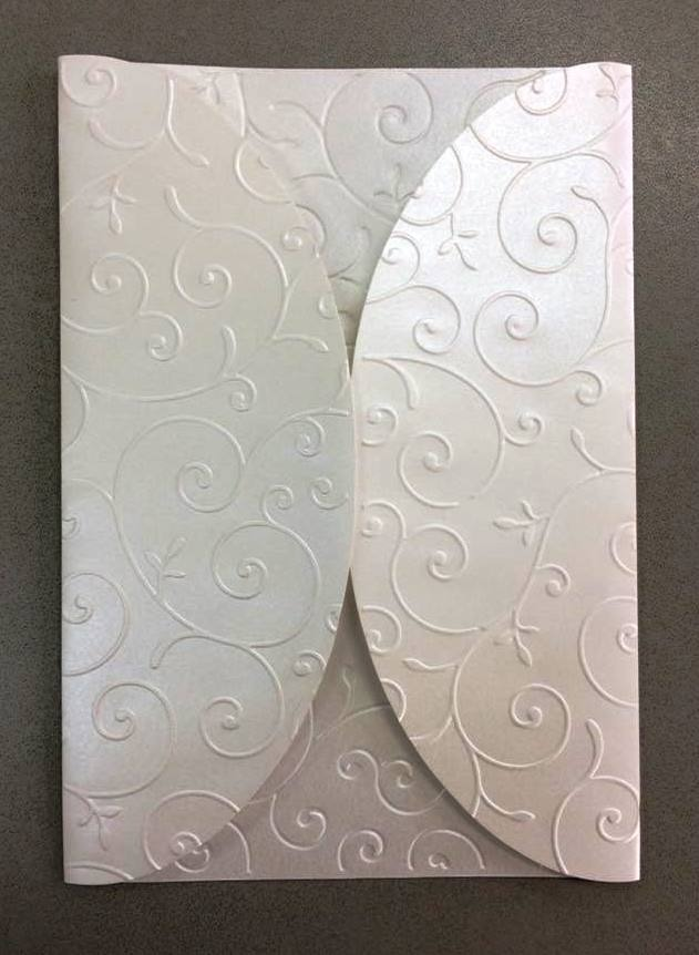 25 envelopes ev48 perola 120 grs com relevo arabesco convite. Carregando  zoom. d38ee8db92