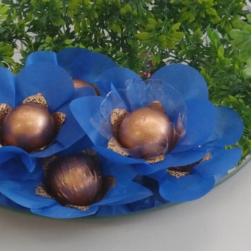 25 forminhas p doces finos flor tecido e tela dourada