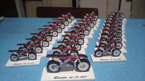 25 motos souvenir,10 cm largo + moto central 18 cm de regalo