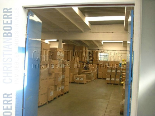2.500m de depósito/centro de distribución con docks de carga