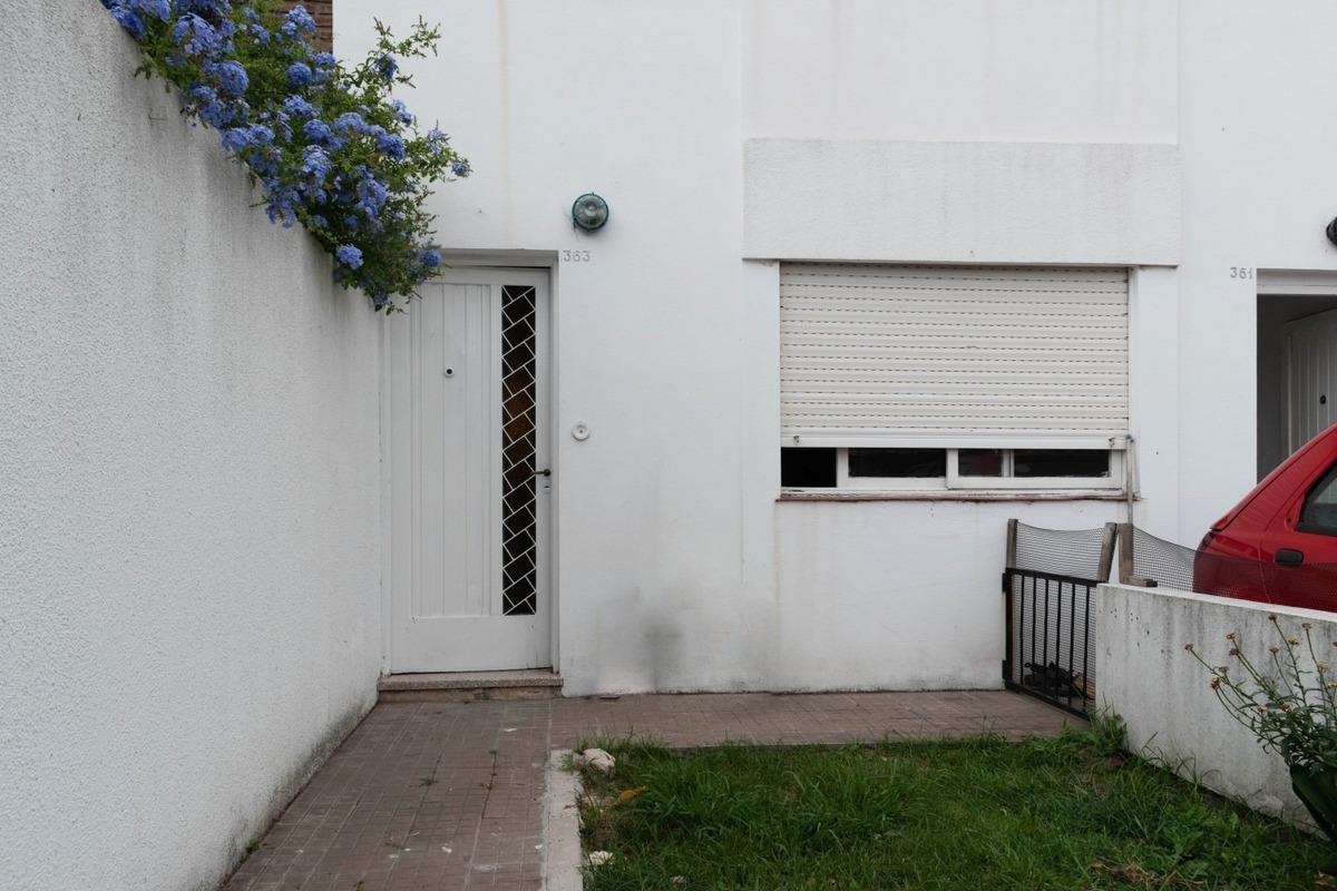 27 e/ 39 y 40 la plata dúplex de 2 dormitorios en alquiler.