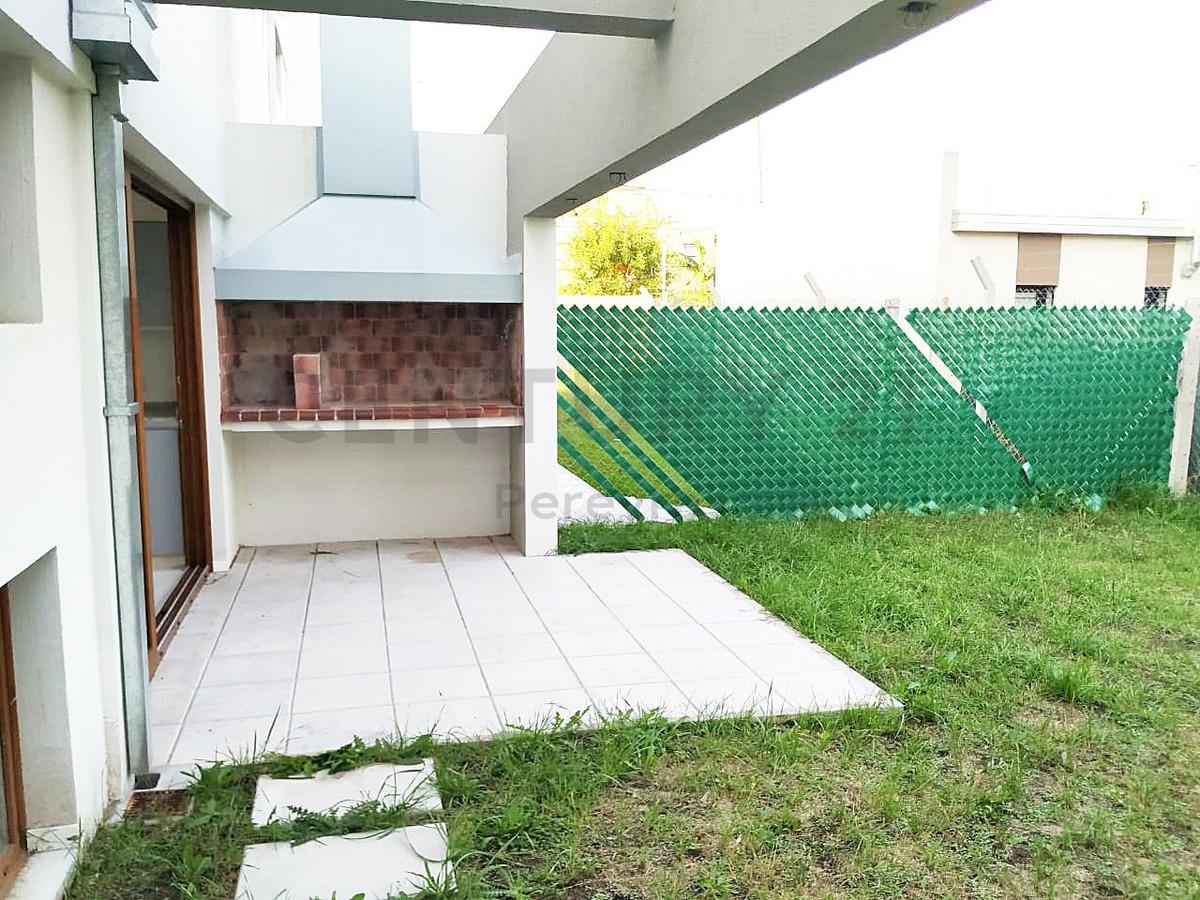 27 y 482. casa duplex con 3 dormitorios 111m2 cubiertos , gonnet