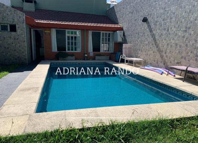 284 casa de 8 ambientes con play, piscina, quincho
