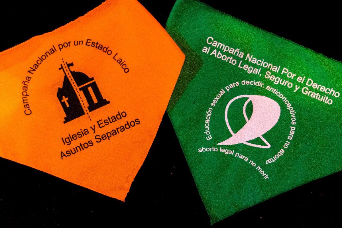 Verdes Y Celestes Naranjas Violetas Y Más En 2018 Explotaron Los Pañuelos Como Emblemas