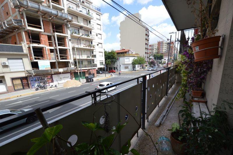 3 amb al frente con balcon