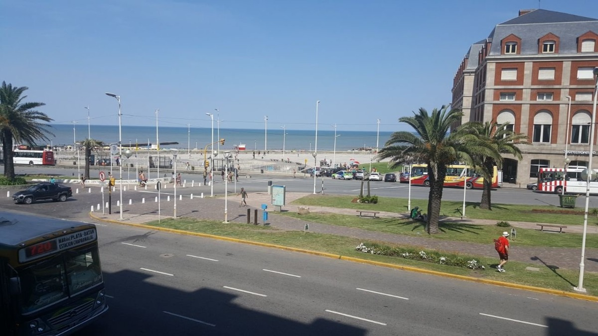3 amb. con inmejorable vista al mar y casino