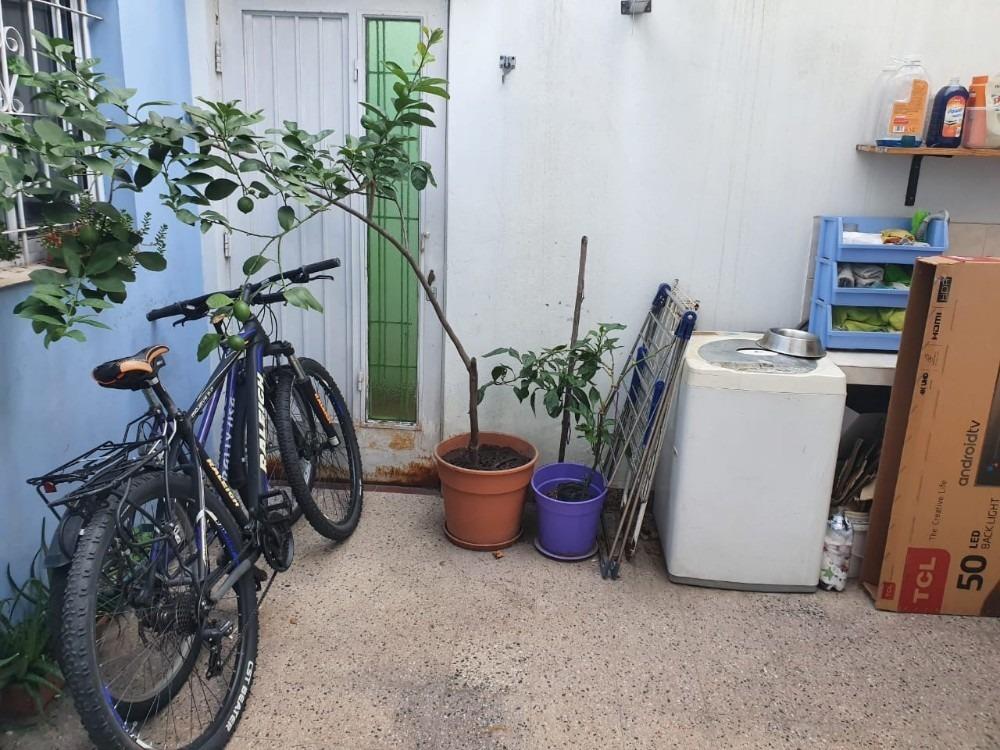 3 amb t/casa al frente con patio y espacio aereo propio !!!