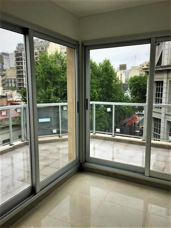 3 ambientes a estrenar con balcon en flores