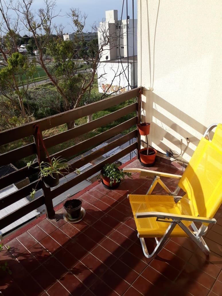 3 ambientes al frente con balcon saliente-- oportunidad